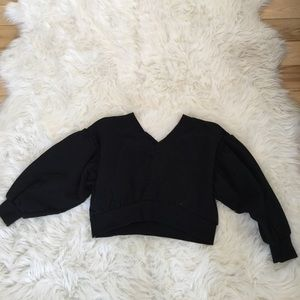 Black crop v neck sweatshirt